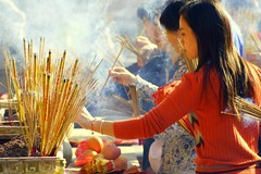 Wong Tai Sin (Farl) Tags: travel red colors fruits hongkong sticks smoke faith religion chinese culture buddhism kowloon wongtaisin incense taoism offerings worshippers confucianism