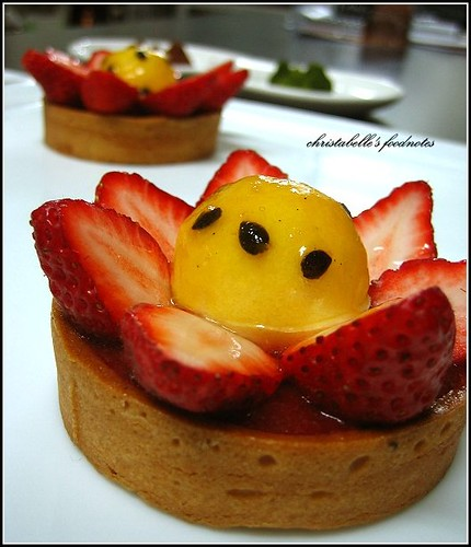 L'etoile季節師傅新甜點strawberry, passion fruit and rhubarb tart