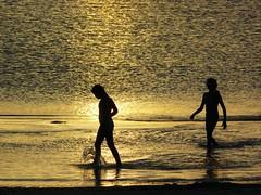 pateando el agua (volvidejapon) Tags: travel sunset sea sun colour sol beach water colors contraluz uruguay mar agua playa silouette flavio silueta vacaciones chicos hollidays piripolis salpicadura allrightsreserved instantfav volvidejapon todoslosderechosreservados volvidejapon volvidejapon