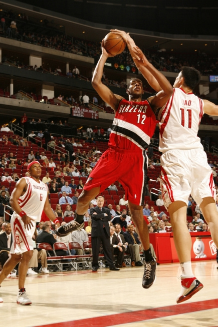 Yao gets a hand on Portland's Lamarcus Aldridge's shot Monday night in Houston.  Yao would lead all scorers with 25 points as Houston won its 7th game in a row, 95-83.