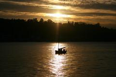 Puesta sol barco (belovez) Tags: sol rio mar barco paisaje puesta