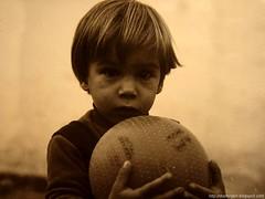 Dime Cerebro, ¿qué vamos a hacer esta noche? (DrGEN) Tags: world santa santafe argentina sepia ball kid domination yo plan brain pinky rosario chico fe mundo cerebro pequeño ceres pelota pendejo dominar drgen