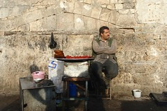 Street vendor (CharlesFred) Tags: peace middleeast syria hospitality aleppo siria honour  syrien syrie suriye haleb  syrianarabrepublic  middenoosten   streetsofaleppo shoufsyria    welovesyria aljumhriyyahalarabiyyahassriyyah siri