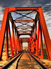 damages (Alanis Fotografa) Tags: bridge history mexico puente high dynamic gente laguna torreon range naranja historia hdr coahuila damages iweee