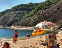 um dia qualquer (luyunes) Tags: praiavermelha praia mar areia motomaxx luciayunes