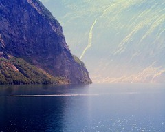 Geiranger Fjord: expectantly   59.247.02 (Juergen Kurlvink) Tags: voyage trip travel cruise light sea vacation norway mystery geotagged drive licht meer europa europe mare ship tour urlaub norwegen eu northsea mysterious fjord arrival nordsee fiord ferien schiff cruiser fiords fahren 2007 reise mystisch geirangerfjord fahrt juergen kreuzfahrt mysteriously ankunft fjorde geheimnisvoll 0fav wonderfulworldmix kurlvink kurli1 olesund 0allok