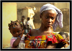 Femme et enfant (Laurent.Rappa) Tags: voyage africa travel portrait people face child retrato laurentr enfant ritratti ritratto ctedivoire peuple afrique ivorycoast supershot ivorycost laurentrappa
