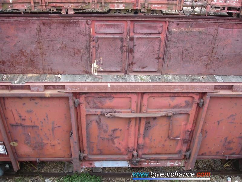 Détail des portes du wagon U à essieux