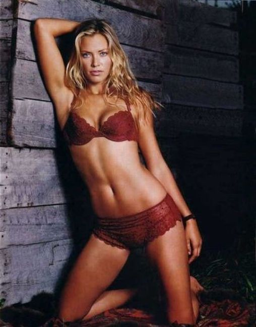 lingerie underwear Kristanna Loken Utopia red bra boy shorts panties