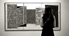 L'art en tranches (edouardv66) Tags: bw woman painting switzerland blackwhite nikon suisse geneva theatre femme musée nb d200 tableau théatre genève museeum noirblanc troupe lartentranches