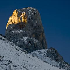 Pandébano (jtsoft) Tags: mountains landscape asturias olympus alpenglow picosdeeuropa e510 cabrales urriellu zd40150mm jtsoftorg