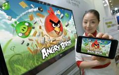 LG TO PRE-LOAD ANGRY BIRDS RIO ON OPTIMUS SERI...