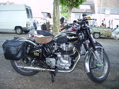 Royal Enfield Bullet 500 (JPC24M) Tags: classic leather vintage mono historic motorbike classics motorcycle rayon kickstart inde sacoche 500cc bquille cuir rtro monocylindre monocylinder