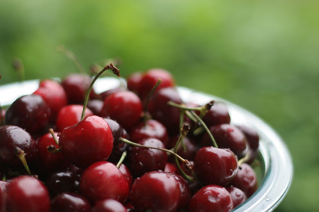 When life hands you cherries.... take pictures of them!