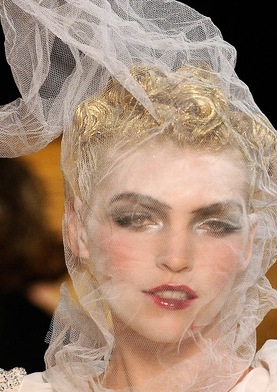 john-galliano-spring-2011-arizona-muse