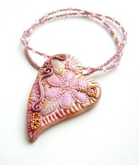 The pink heart in bloom necklace