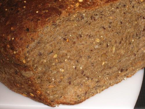 chleb razowy pełnoziarnisty zdrowy domowy