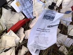 Kontoauszge (niedersachsenfoto) Tags: illegal unrat weggeworfen nordlb mllkippe entsorgung unart kontoauszge niedersachsenfoto scheisegal wurfzettel bankbelege anallehaushalte