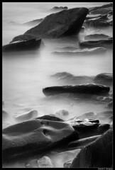 La Losera (DavidGorgojo) Tags: longexposure sea bw byn beach water fog mar agua bravo rocks asturias playa vega niebla rocas veiga navia cantábrico largaexposición puertodevega magicdonkey caborian soirana ostrellina losera