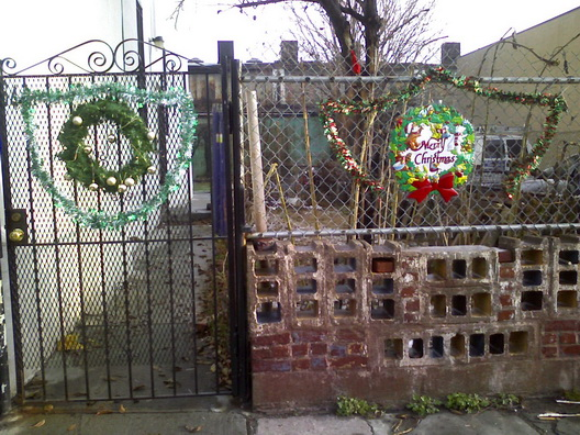 Brookyule Holiday Cheer Red Hook