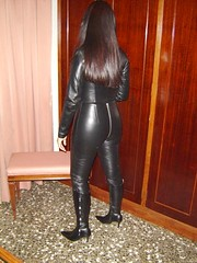 Catsuit y botas 2 (lady_dulciny_boots) Tags: black leather topf50 highheels boots bondage tight stiletto topv9999 catsuit botas skintight kneehigh