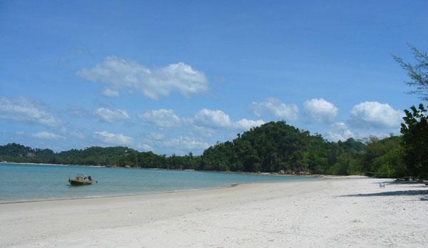 Пляж Као Квай на острове Пайам (Ао Kao Kwai Bay on Koh Phayam)
