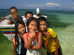 Beach Boat Philippines Siquijor (hn.) Tags: ocean sea people copyright beach water strand island person boot coast boat asia asien heiconeumeyer meer seasia soasien southeastasia sdostasien wasser leute flash philippines menschen insel sanjuan pi human shore coastline persons blitz motorboat humans fillflash visayas outboard pilipinas personen kste philippinen mensch copyrighted thephilippines siquijor cocogrove ozean motorboot aufhellblitz visayan oceanshore tubod siquijorisland centralvisayas tp0708 tsouv siquijorprovince ausenborder cocogroveresort