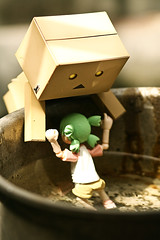 Lemme help you! (AdrianWee) Tags: toys figure yotsuba danbo revoltech danboard anfanglove