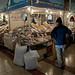 Bancarelle di pesce nel Mercado Central in Santiago