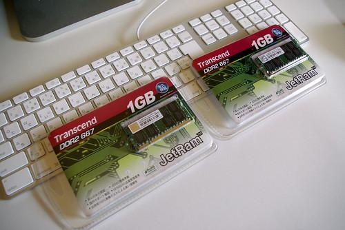 "iMac メモリ増設 1GB -> 2GB"" /></a><br />これはこれは、1GBのメモリ2枚組みではないですか。</p> <p>PENTAX K10D<br /> PENTAX SMC DA 1:3.5-5.6 18mm-55mm AL<br /> JPEG</p></div> <div class="