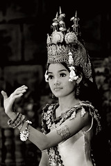 can't touch this (M3R) Tags: woman beautiful dance cambodia khmer traditional dancer siemreap apsara canon400d canonef70200mmf4lisusm photofaceoffwinner photofaceoffplatinum mariaismawi