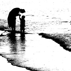 LOVE (Roozbeh Feiz) Tags: blackandwhite bw love canon blackwhite persian iran canon20d documentary persia instant iranian moment oman impromptu  socialdocumentary 2007 spontaneous instantphotography   roozbeh omani  1386 feiz spontaneousphotography handheldphotography roozbehfeiz nosetup withoutsetupphotography nosetupphotography iranianstyle persianstyle ~vista iranianphotographer iranianphotographers   feizaghaii     feizcom