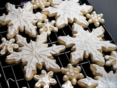 snowflake cookies (nikkicookiebaker) Tags: white holiday cookies snowflakes sparkle shimmer decorated