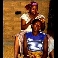 Sista Hairdresser (sorority) (Osvaldo_Zoom) Tags: africa portrait eyes hands women sweet hairdresser mali blueribbonwinner littlestories golddragon platinumphoto mastersoflifegallery