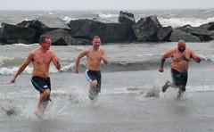 Annual Harmon's Beach New Year's Day polar bear swim (ronnie44052) Tags: ohio lakeerie newyear greatlakes josh derek 2008 lester newyearsday lorain harmonsbeach vardous