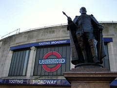 Tooting Broadway Tube station (Willster K) Tags: 1920s wolfie london art station statue train underground king transport tube broadway edward monarch deco tooting 1926 powertothepeople charlesholden sw17 citizensmith