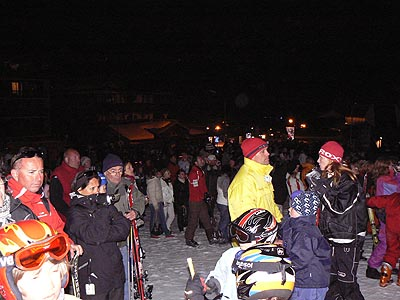 skieurs devant le feu d'artifice.jpg