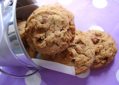 Ice-cream scoop pecan and cinnamon cookies