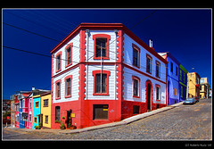 Valparaiso multicolor corners... (B'Rob) Tags: chile city travel blue streetart color building art true azul architecture photography valparaiso mar photo yahoo google arquitectura nikon flickr paradise via edificio picture colores best cielo wikipedia eden valparaso paraiso paraso valpo porteo mejor viadelmar chilean portea snopes vregion d40 brob edn brobphoto
