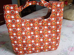 Charme retr (Carina Esteves) Tags: handmade carina feitomo craft retro fabric cotton cloth handbag tecido algodo esteves bolsademo tricoline carinaesteves