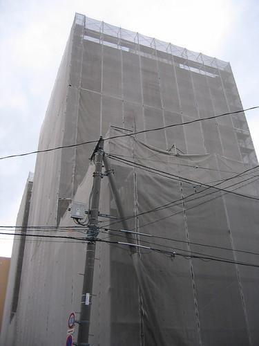 蒙面的施工中大樓