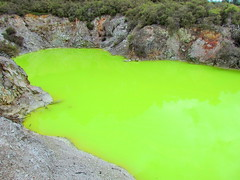 Wai-O-Tapu Thermal Park, Rotorua: Devil's Bath (Yvon from Ottawa) Tags: newzealand lake hot colour green water yellow rotorua acid springs sulphur lime wonderland acidic geothermal thermal waiotapu sulphuric devilsbath