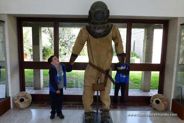 Saludando al buzo del instituto de arqueologia submarina de Bodrum