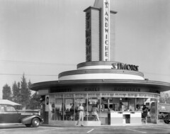 Simon's at Wilshire and Fairfax, Los Angeles (jericl cat) Tags: auto car boulevard culture coffeeshop drivein artdeco roadside fairfax wilshire simons streamline miraclemile waynemcallister