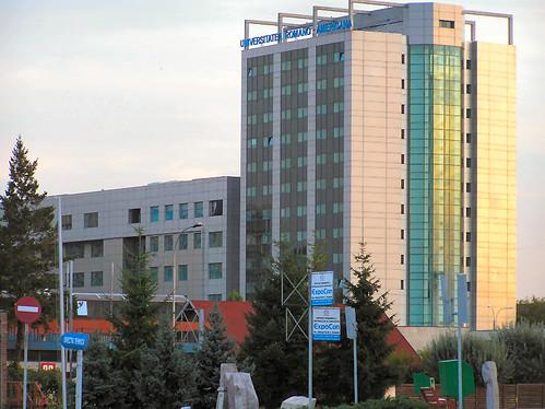 Centrul de Economie Politică şi Afaceri Murray Rothbard la Universitatea Româno-Americană