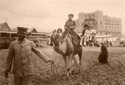 Foto Antigua de un Paseo en Camello | Vintage Photo of Children on a Camel Ride, Mar del Plata, Argentina by rodrimdq on Flickr