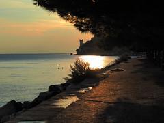Trieste_075_4518_HDR (Dubliner_900) Tags: olympus omdem5markii micro43 paolochiaromonte mzuikodigital45mm118 trieste friuliveneziagiulia castellomiramare dusk tramonto hdr seascape seashore sea