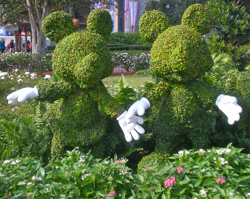 Mickey & Minnie Topiary