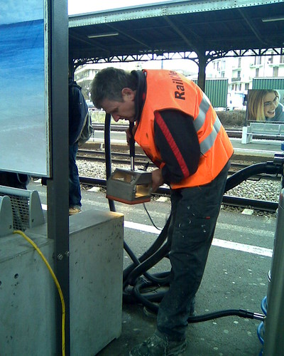RailClean fights the graffiti