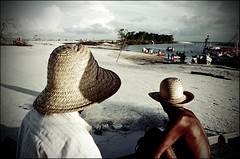 Pescadores em Ajuruteua, Brasil. (Ricardo_ Lima) Tags: sea brazil beach landscape fishers pescadores ajuruteua